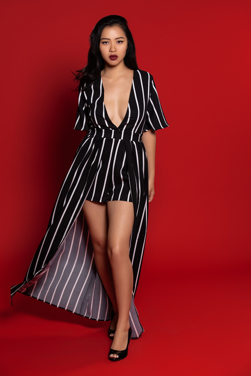 Kira Omans models in black and white outfit