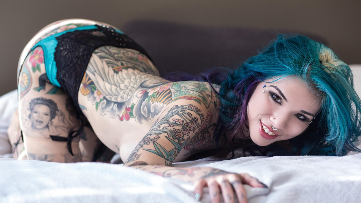 neptune suicide lays ass up on bed